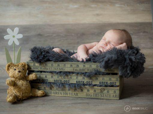 Séance photo de nouveau-né avec Axel
