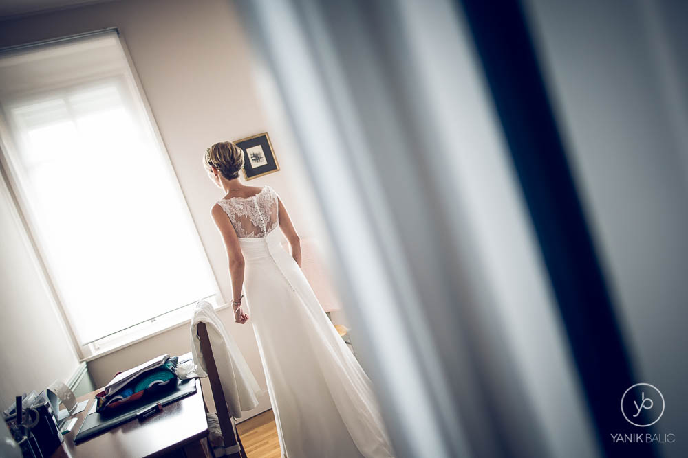 La marié attend dans sa chambre